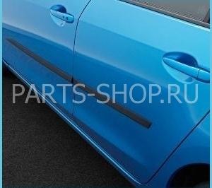 Боковые молдинги дверей на Mazda 3
