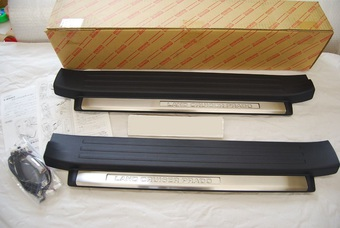 Накладки на пороги LC 150 c подсветкой