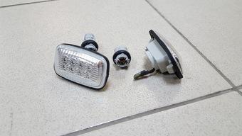 Повторители поворотов светодиодные LX470 (комплект)