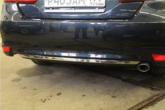 Хромированная накладка на нижнюю часть заднего бампера Camry 2014-