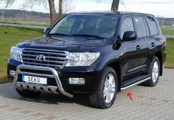 Защита штатного порога Toyota Land Cruiser 200.