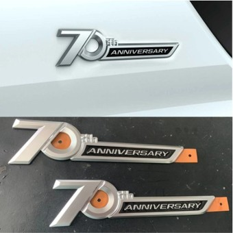 70th Anniversary эмблемы (2 шт.)