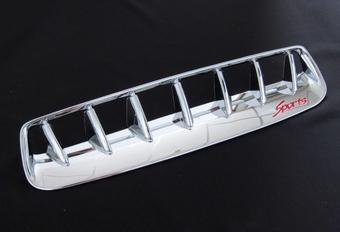 Хромированная вставка воздухозаборника Hilux 2012-