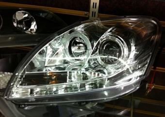 Фары передние линзовые с ходовыми огнями и ангельскими глазками на Yaris/Vitz (sedan)
