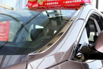 Хром накладки на лобовое стекло Hyundai Santa FE (2 шт.)