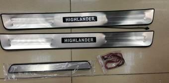 Накладки внутрисалонных порогов Highlander с подсветкой