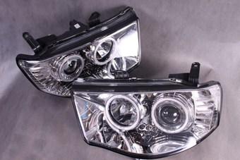 Фары линзовые, с ангельскими глазками и диодной подсветкой на L200