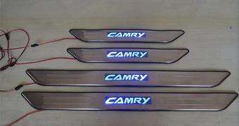 Накладки на пороги с подсветкой из нерж. Camry ACV30
