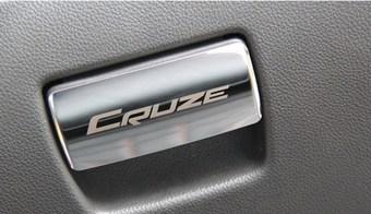 Накладка на ручку бардачка с логотипом cruze