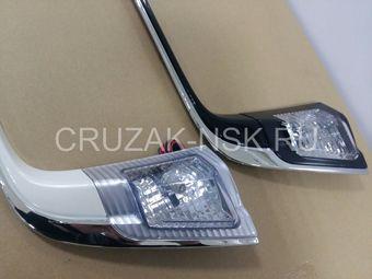 Накладка на дверь багажника LC200 с подсветкой с хромом (черная, белая)