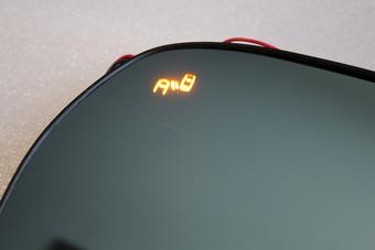 Зеркальные элементы с датчиком зоны обгона и диодными повторителями, антибликом и подогревом