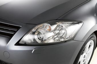 Защита передних фар прозрачная Auris 2009-