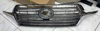 Решетка радиатора lc200 2016 (под камеру и нет)