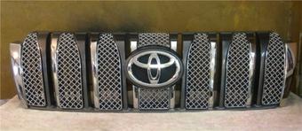 Вставки в решетку радиатора LC150, дизайн Bentley (8 частей)