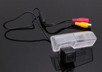 Камера заднего вида rav4 2013- с штатное место