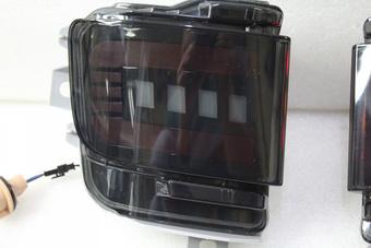 Задние динамические стопы в бампер LC200 15+ (дымчатые)