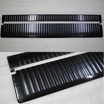 Защитные накладки на откидной борт крышки багажника LC200 темные